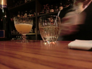 バー ナカオ - カクテルグラスが独特だね