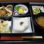 ホテル・アルファ-ワン - 料理写真:ルームサービスしてくれる「松花堂弁当」