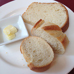 レストランフリアンディーズ - ランチのパン