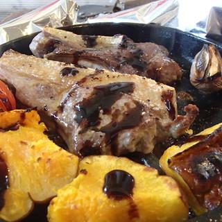 骨付きイノシシ肉の窯焼き