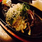 肉の万世 - アボカドハンバーグ