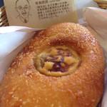 クイーンズベーカリーカフェ - 三笠ホテルカレーパン360円