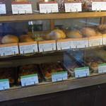 天然酵母パン&SWEET リスブル - 店内のショーケース