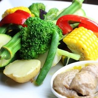食べ応え◎特製ソースの温野菜サラダ