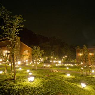 息をのむほど美しい。幻想的なランプの灯の饗宴を、ぜひ二人で