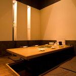 肉と韓国料理 たつりき - 完全個室は全3席。足元は掘りごたつになっています。