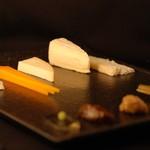 ザ ホワイト フォックス - 世界のチーズは月替わりで色々あります。