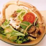 ザ ホワイト フォックス - 新鮮野菜のサラダ 味噌ドレッシング  \900