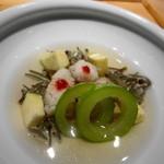 一献 - 料理写真:鱧の湯引き 白ウリ・秋田のじゅんさい・賀茂ナス添え