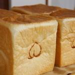 """ひとつ工房 - """"桃太郎食パン""""桃のようにふんわり柔らかい食パンはミルキーな香りも楽しめます♪"""