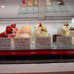ドゥー・シュークル - ショーケースに並ぶケーキ☆