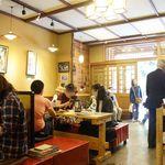 茶房 山中 - 店内、賑わってます