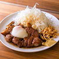 HONMACHI 豚テキ - シン玉(200g) 「厚切り豚テキ シングル(200g)+温泉玉子」の略※うす切りも可