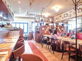 ラ・ムジカ - 店内のテーブル席の風景です