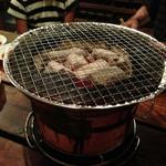 炭火焼肉 ゴン太 - 七輪の炭火で焼き