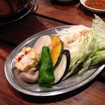 炭火焼肉 ゴン太 - サービスの野菜