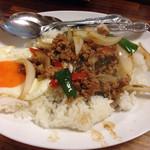 タイ イサーン - ガパオご飯。