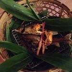天降川天然鮎と沢蟹の塩焼