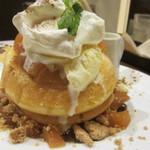 Kafeandobukkusubiburioteku - キャラメルリンゴのパンケーキ
