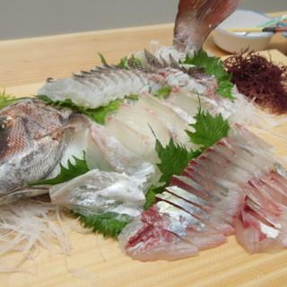 活きた新鮮天然魚をその場で調理!