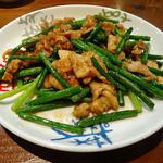 中国料理ふくふく - 豚肉とニンニクの芽の炒め(890円)