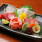 串ゆう - 本日のお刺身盛り合わせ 990円『瀬戸の新鮮な魚介をお楽しみ下さい。』