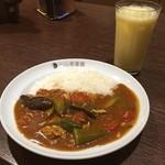 カレーハウスCoCo壱番屋 - 「チキンと夏野菜のカレー」をハーフで。