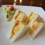 Cafe & Kitchen Rabbits - ふわふわサンドの名前通り、ふんわり玉子と、しゃっきり野菜のサンド