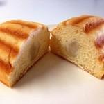 もみじや - 料理写真:メロンパン(白あんいり)白あん少n,,,orz