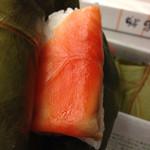 柿の葉すし本舗たなか - サーモンの寿司