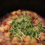 季旬 鈴なり - 料理写真:海老天バラとカリカリ梅の土鍋ご飯