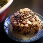 大釜 - 赤飯のおにぎり110円