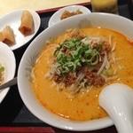 香港点心楼 - お昼の定食。坦々麺とチャーハン。800円☆ウマイ☆