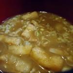 東八 - お揚げの入った煮込みのよーな味噌汁。