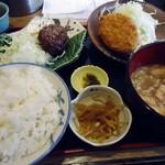 東八 - 「煮込みハンバーグ&コロッケ」定食。880円也。税込。