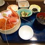 東家 - 勝手丼(3色)900円