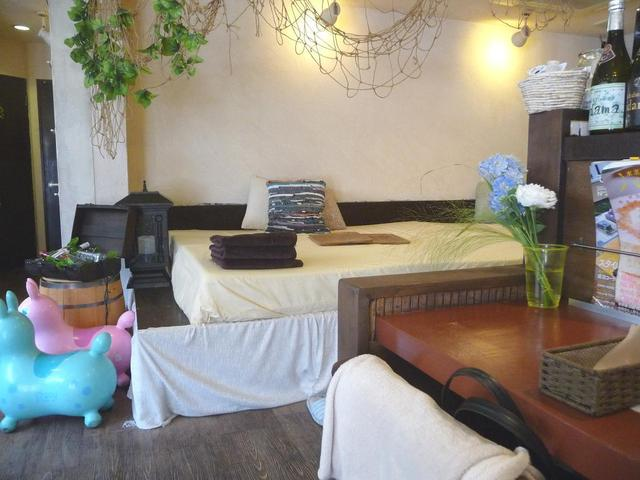cafe&dinning hidama - hidama 店内 ベッド座席