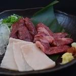 神鶏 - 日本馬肉協会会員の馬刺 3点盛り合わせ