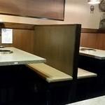 ケナリ - テーブル席