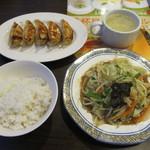 29222693 - たっぷり野菜炒め+餃子・ごはんセット