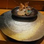 鮨処 喜楽 - お皿の上はお塩