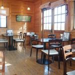 和洋喫茶 レモンの木 - ウッディーな可愛らしい雰囲気の店内