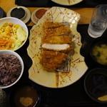 博多とんかつ処浜田屋 - 前回とお皿が変わったみたい