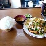 さかさ食堂 - 野菜炒め定食ご飯&おかず大盛り:全景図 by ももち