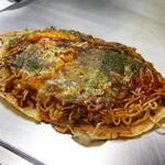 お好み焼きテツジロ - これぞ広島のお好み焼きの真骨頂。基本にこだわりぬいた調理。生麺、あまみたっぷりの切り立て新鮮キャベツ。様々な食感と味が楽しめる。