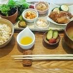 29237250 - 野菜と玄米の日替わり健康定食1,050円ドリンク付♪