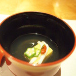 玉之湯 - お椀:玉蜀黍豆腐 白魚・オクラ・クコの実・青柚子