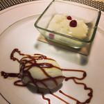 Bistorot Queue de Cochon - パンナコッタとアイスクリーム〜ほろにがーいカラメルソースが感動っ