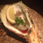 29246915 - 今日は山口の岩牡蠣がはいってました!写真はないですが、鶏のタタキもめちゃめちゃ美味しかったです!