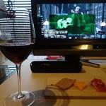 29247398 - ちょい呑みセット:グラスワイン赤と前菜盛り合わせ